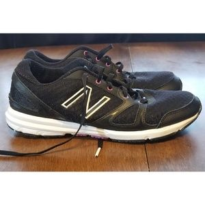B24 WOMANS NEW BALANCE 577 SHOES BLACK PURPLE SZ 8